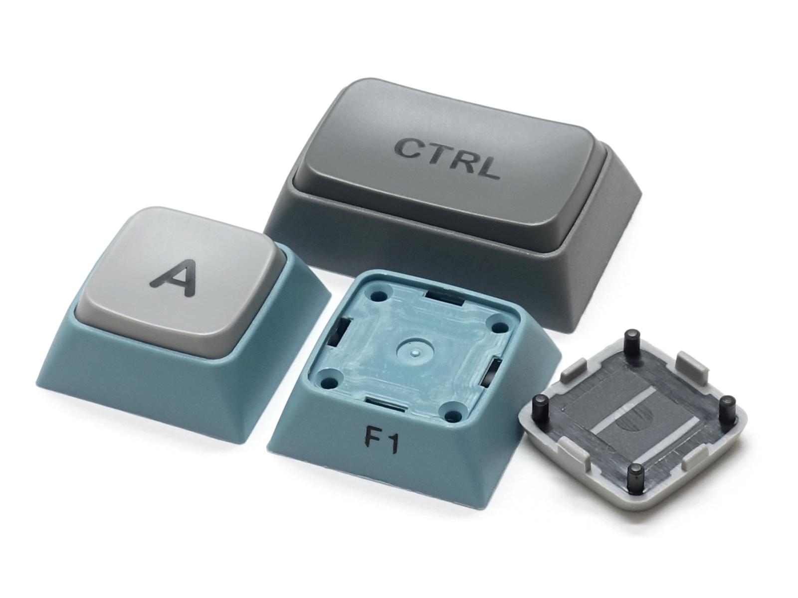 """個性的かつ打ち心地の良い2色成形3色キーキャップ """"Patch Keycap""""を搭載"""
